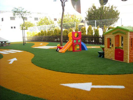 jardin_infantil_cesped